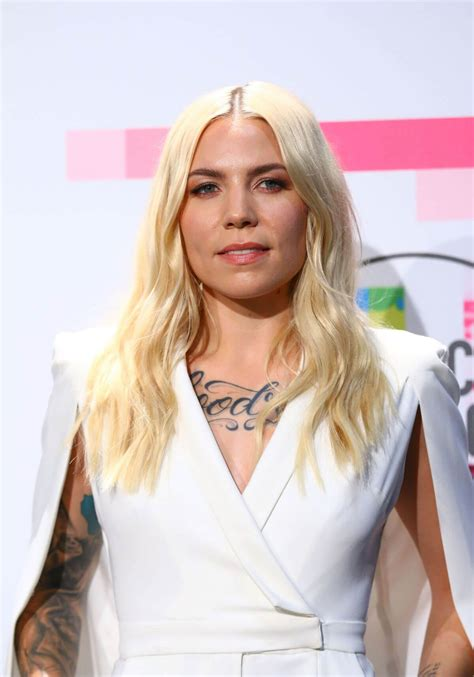 Skylar Grey Stills Performs at American Music Awards 2017