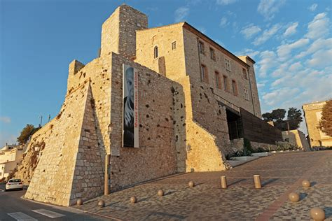 Antibes Old Town | Bespoke Yacht Charter